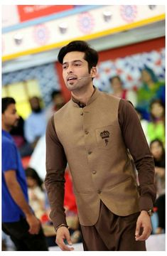 Mens Designer Shirts, Designer Suits For Men, Designer Clothes For Men, Wedding Dresses Men Indian, Wedding Dress Men, Wedding Suits, Pakistani Dresses, Gents Kurta Design, Boys Kurta Design