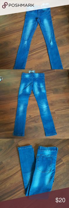 "5 pocket basic stretch juniors jeans Stone washed medium blue, 5 pocket basic skinny jeans with slightly rips at the knees. 95%COTTON 5%spandex 8"" and a half front rise. 30"" inseam. Tribeca Gal Jeans Skinny"
