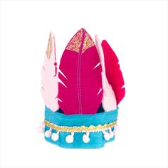 Pink feather birthday crown in pinks, turquoise and gold Felt Fox, Wool Felt, Bear Shop, Little Fox, Pink Feathers, Pink Tone, Felt Christmas, Colour Schemes, Pom Poms