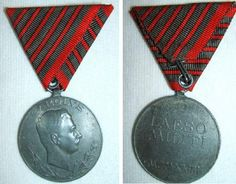 Wound Medal for 5th Combat Wound.  The thin red line in between the wide grey/green stripes indicate the number of wounds;1 to 5 wounds. In this case the 5th wound. A Grey/Green ribbon edged with red stripes was awarded for the invalid/sick.