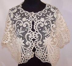 lace capelet | ... Antique Large White Bobbin Lace Pelerine Collar Capelet Shawl