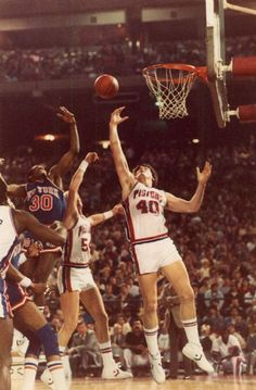 Pistons' Bill Laimbeer goes up for a shot March 18, 1984. The Detroit News