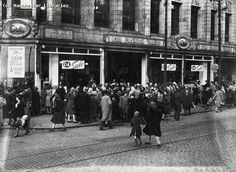 January Sales, C (Now Sachas) Manchester, Oldham Street, 1948 Manchester Day, Manchester England, Old Pictures, Old Photos, Vintage Photos, Altrincham, Salford, Time Travel, Past