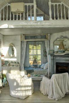 """Ein charmanter Raum, wie aus einer längst vergangenen Zeit...Shabby Charme pur. Erinnert mich irgendwie ein bisschen an """" Unsere kleine Farm"""" ...meine absolute Lieblingsserie in meiner Kindheit."""