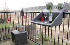 La innovadora mesa portátil que puede colocarse en balcones