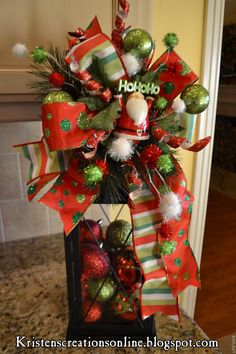 Unique DIY Christmas Lantern Decoration Ideas / Inspo - Hike n Dip Christmas In Heaven, Green Christmas, Christmas Items, Christmas Projects, Winter Christmas, Holiday Crafts, Christmas Wreaths, Christmas Bulbs, Merry Christmas
