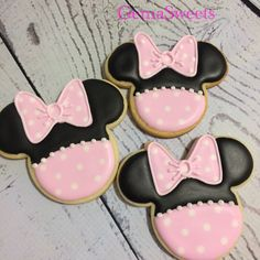 Minnie mouse decorated cookies by Gema Sweets.