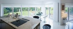 Panoramica de espacio abierto, con sistemas roller shade, aprovechamiento optimo de luz natural.
