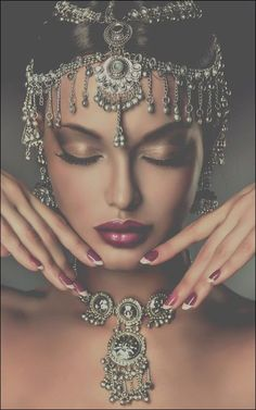 Beautiful Indian women portrait with jewelry. elegant Indian gir Rahul ps is a - Beautiful Indian women portrait with jewelry. elegant Indian gir Rahul ps is a - Estilo Hippie, Fashion Photography, Wedding Photography, Indian Photography, Photography Ideas, Jewelry Photography, Photography Women, Exotic Beauties, Christian Jewelry