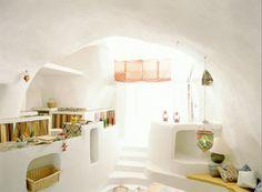 casa-cueva en Ponza, Italia..reminds me of a friends beach home in Cervo, Italia