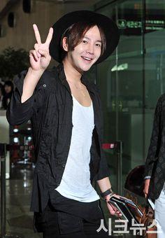Jang Geun Suk airport fashion