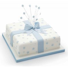 Ett set med tre utstickare i form av stjärnor i olika storlekar från Kitchen Craft. Utstickarna är tillverkade av plast och har ejektorfunktion för att du lätt ska få loss figurerna ur utstickaren. Passar till marsipan, gum paste, sockerpasta och kakdeg.   Antal: 3 stycken Storlekar: 1,8 cm, 1,4 cm och 0,8 cm Cake Baking Tins, Cake Tins, Chicago Metallic, Square Cakes, Cake Makers, Fondant Cakes, No Bake Cake, Cake Decorating, Crafts