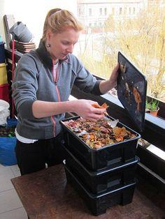 Vermikompostování: Když se o bioodpad starají vaše žížaly - Ekolist. Pebble Beach, Ikea, Diy, Gardening, Compost, Balcony, Ikea Co, Bricolage, Lawn And Garden
