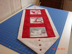 """What a great """"ten-minute"""" table runner - done by DebbieL - off the Quitlingboard"""