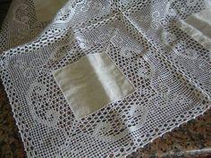 Mais uma linda   camilha em linho e croché, feita com linha nº20, o ...