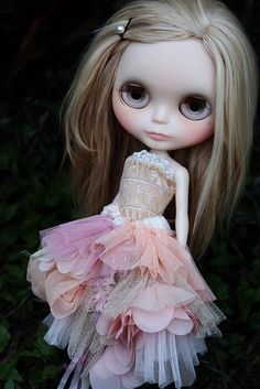 angel-lily custom. Love the expression and the dress blythe