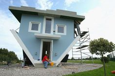Built by a couple of Polish architects, the upside-down house of Usedom, Germany, is one of the island's biggest attractions Crazy Houses, Cheap Houses, Weird Houses, Houses In Germany, Upside Down House, House Flippers, Unusual Homes, Unique Architecture, Building Architecture