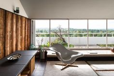 Designed by the esteemed Modernist architect Berthold Lubetkin for his own use, this is an extraordinary two-bedroom penthouse of significant architectural merit. At the time of its completion in 1938, the apartment was considered to be the highest in London due to its elevated position on North Hill in Highgate, and it has unparalleled panoramic […]