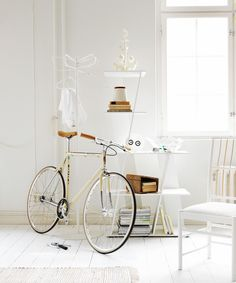 White vintage bike ♥  http://white-honey.tumblr.com/