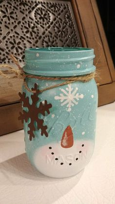 Awesome mason jar projects are offered on our site. Read more and you wont be sorry you did. Mason Jar Projects, Mason Jar Crafts, Mason Jar Snowman, Snowman Crafts, Holiday Crafts, Mason Jar Christmas Decorations, Winter Decorations, Pot Mason Diy, Christmas Jars