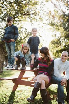 birdiegirl photography: How to dress for a family photo shoot. Family Photos, Couple Photos, Photography Tips, Photoshoot, People, Dresses, Ideas, Family Pictures, Couple Pics