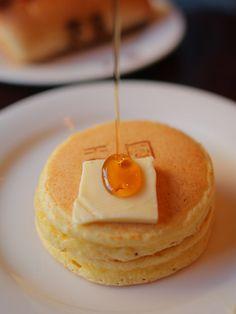 """""""喫茶天国""""@東京・浅草(Asakusa, Tokyo)pancakes with butter and syrup Japanese Sweets, Japanese Food, Breakfast In America, Food Stall, Pancakes And Waffles, Recipe Of The Day, Food Truck, Street Food, Food Inspiration"""