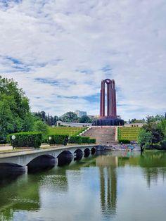 Carol Park Bucharest, Golden Gate Bridge, Verona, Graffiti, Places To Visit, Europe, Travel, Park, Viajes