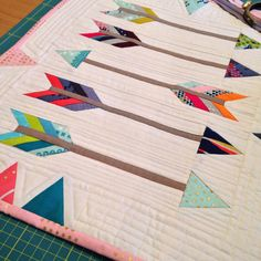 My arrow mini- would b pretty w a little low volume fabric in it Batik Quilts, Sampler Quilts, Scrappy Quilts, Easy Quilts, Mini Quilts, Quilting Projects, Quilting Designs, Arrow Quilt, Southwest Quilts