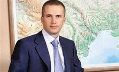 34 #сми Александра Януковича: телеканалы: 112, Tonis, Business и БТБ;  «Forbes», «Корреспондент»; газеты:  «Комментарии», «Капитал», «Взгляд», «Теленеделя» , «Комсомольская правда в Украине», «Аргументы и факты в Украине», «Команда», «Футбол»;   Kyiv Weekly; радио: Super radio, «АвтоРадио», «Ретро ФМ», Europa Plus, «Голос столицы», «Джем ФМ», «Наше радио», Lounge FM;  bigmir.net, tochka.net, i.ua korrespondent.net, Comments.ua, UGMK.info, from-ua.com, for-ua.com. «Сливной» сайт: kryvda.com