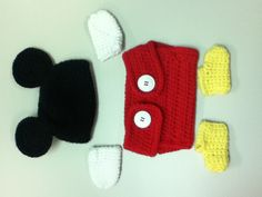 Mickey Mouse newborn outfit. Great for pictures! Free pattern too!