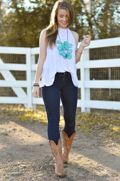 Country Concert Fashion | spring style | spring fashion | warm weather fashion | styling for spring | fashion for spring | how to style cowboy boots | preppy spring style | preppy fashion || a lonestar state of southern