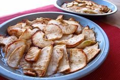 CRUSTLESS apple pie! Skip the added butter but keep the cinnamon-y goodness!