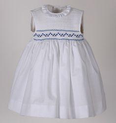 Girls Smocked Dresses, Little Girl Dresses, Frocks And Gowns, Smocks, Chloe Dress, Kids Frocks, Smock Dress, Fashion Kids, Kind Mode