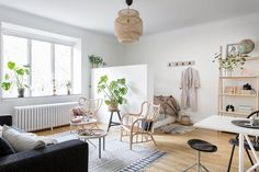 Studio apartment with half wall room divider gravityhomeblog.com - instagram - pinterest - bloglovin