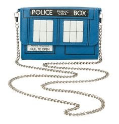 Small crossbody bag from Doctor Who with a TARDIS design. Inside has card slots and zipper pocket. Doctor Who Dress, Doctor Who Tardis, Small Crossbody Bag, Crossbody Shoulder Bag, Doctor Who Decor, Geek Decor, White Shoulder Bags, Fandom Outfits, White Handbag