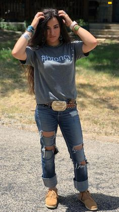Cute outfit, but those shoes. Country Girl Outfits, Cowgirl Style Outfits, Western Outfits Women, Southern Outfits, Rodeo Outfits, Country Fashion, Casual Outfits, Cute Outfits, Fashion Outfits