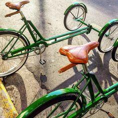 O Telhado Verde alugou dois triciclos para sua exposição esta semana.. como loucos, produzimos uma cor nova e caixas sob medida. Segue o show  #custombike #pedalar #bici #bicicleta #pedalasp #vadebike #caloi #monark #foodbike #trike #triciclo #locacaodebike #bikealugada ##custombike #custom #studiovila #srd_saddles