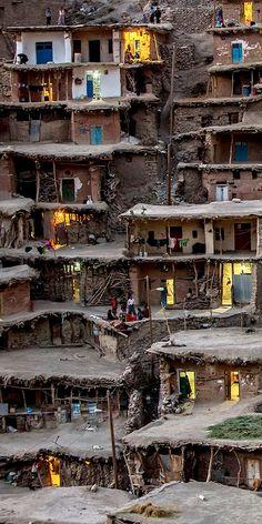 """「屋根の上の人生」イランの奇妙な街 """"Sar Agha Seyyed"""" の不思議な画像たち:DDN JAPAN"""