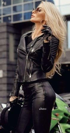 bikerjacke-aus-kunstleder-fur-damen/ delivers online tools that help you to stay in control of your personal information and protect your online privacy. Leather And Lace, Leather Skirt, Black Leather, Leather Jacket, Biker Chick Outfit, Bike Leathers, Fast Fashion, Beautiful Women, Lady