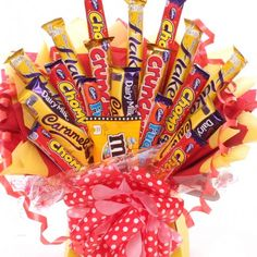 Stunning large chocolate bar bouquet, a special treat for birthdays, get well, anniversaries and many more occasions, the chocolate bar gift hamper comes gift wrapped. Bouquet Box, Diy Bouquet, Bouquets, Chocolate Baskets, Chocolate Bouquet Diy, Sweet Trees, Chocolate Brands, Candy Boxes, Gift Hampers