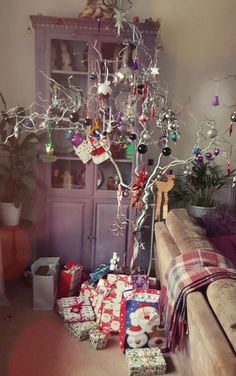 A Branch from the garden to creat our own twig tree! Just spray it white, add lights and baubles. A few mementos from the past and voila. Makes a change from the traditional :) Twig Tree, Make A Change, Paint Furniture, Xmas Tree, Gift Wrapping, Hand Painted, Homemade, Lights, Traditional