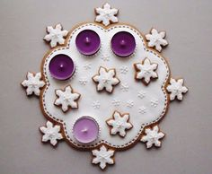 Advent Wreath Candles, Christmas Gingerbread, Gingerbread Houses, Holiday Treats, Cookie Decorating, Christmas Cookies, Candle Holders, Wreaths, Sweet