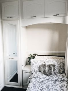 Minimal Room Decor For Small Spaces