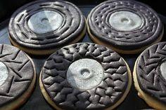 Tasty-looking tire cookies.
