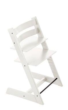 Der Tripp Trapp® ist ein genialer Hochstuhl, der 1972 mit seiner Einführung die Welt der Kinderstühle revolutionierte. Er wurde entwickelt, damit Ihr Baby auf Augenhöhe in das Geschehen am Essenstisch integriert wird und direkt neben Ihnen lernen und sich entwickeln kann. Das intelligente, anpassungsfähige Design mit den in Höhe und Tiefe verstellbaren Sitz- und Fußplatten bietet jede Menge Bewegungsfreiheit. Ist der Hochstuhl richtig eingestellt, sitzt Ihr Kind in jedem Alter bequem und…