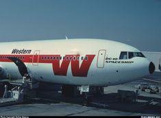 Mcdonald Douglas, Douglas Aircraft, Old Planes, Military Jets, Airplanes, Spaceship, Westerns, Transportation, Aviation