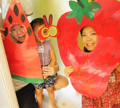 Hungry Caterpillar Photo booth! This is so cute & FUN! Maybe I'll hit up hobby lobby today! ; )