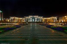O moderno edifício da Prefeitura de Astana, Cazaquistão.  Fotografia: The Planet D.