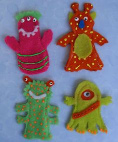 Crack of Dawn Crafts: Alien Finger Puppets with pattern Felt Puppets, Felt Finger Puppets, Felt Patterns, Stuffed Toys Patterns, Felt Diy, Felt Crafts, Finger Puppet Patterns, Train Ornament, Alien Party