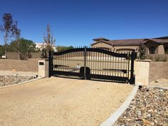 This Strasbourg driveway gate by Amazing Gates is solar powered. We ship anywhere!